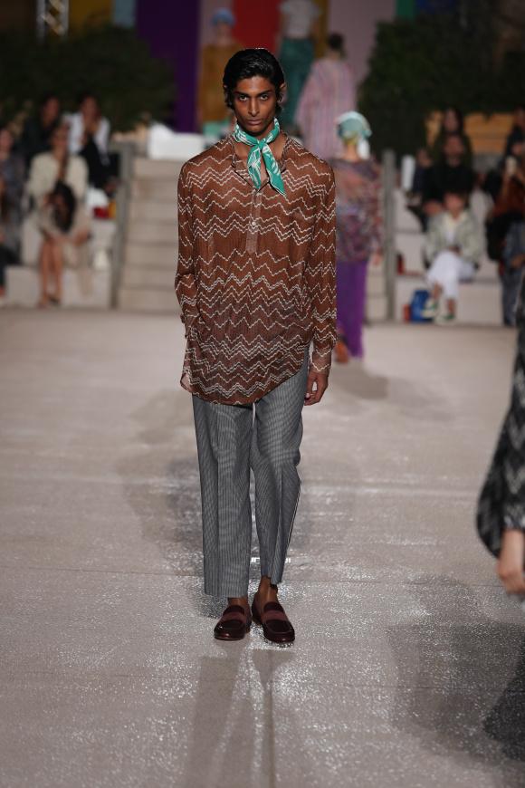 エスニックな装いは、 ミッソーニの得意技。