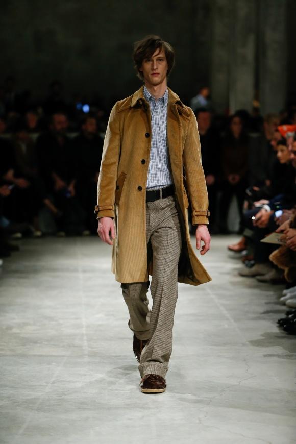 コーデュロイのコートで、 新しい大人の着こなしを。