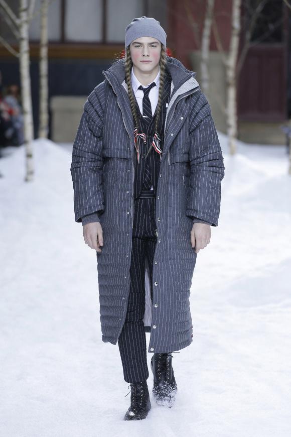 ダウン入りのコートは、 モダンなボリューム