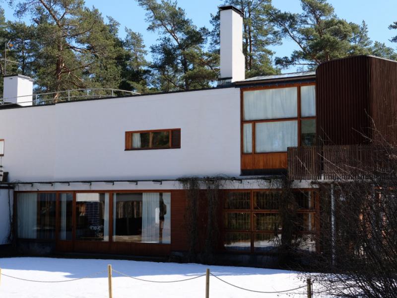 ヨーロッパの辺境から新しい建築の姿を模索した、北欧の巨匠アルヴァ・アアルトを追って。