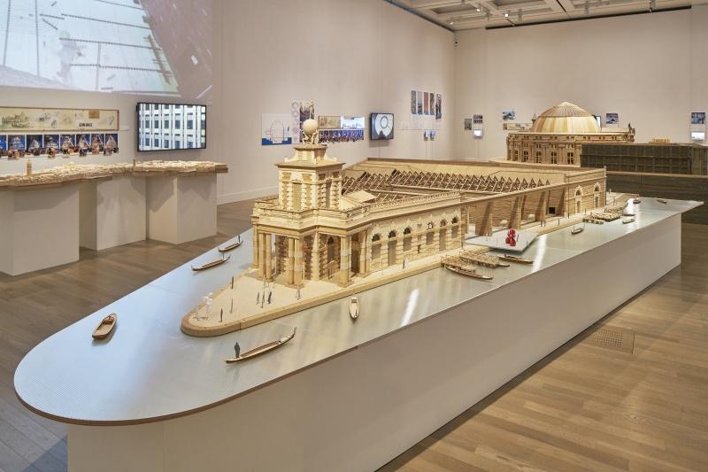 世界を刺激し続ける建築家の仕事を、巨大な模型で感じ取る。