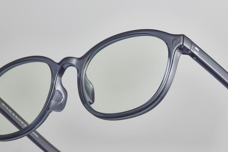 緻密な修正を積み重ねて完成した、〝普通の眼鏡〟とは?