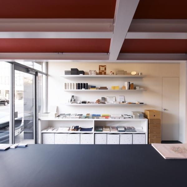 """空間もプロダクトも、""""ほっこり""""ではなくモダンで素材の魅力を伝えるものを。"""