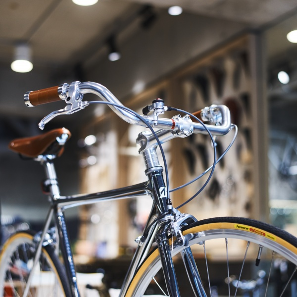 店で扱う唯一の自転車「NEOCOT」は、クラシックで洗練された魅力にあふれています。