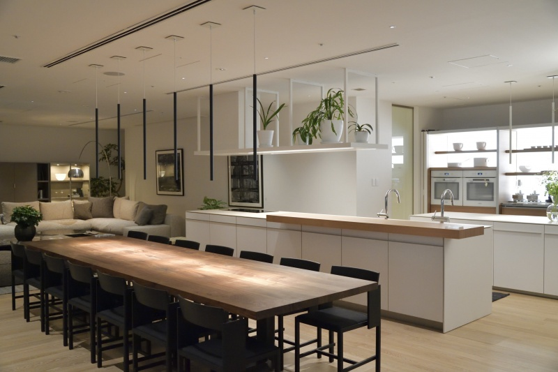 最後は最新のキッチンスタジオへ。ここでサプライズを思いつきます。