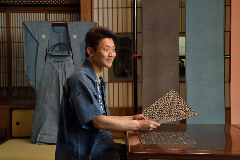 アウディの先進装備が和のグラフィックに! 江戸小紋の職人も認めた、Audi A3 techno limitedキャンペーンの発想力。
