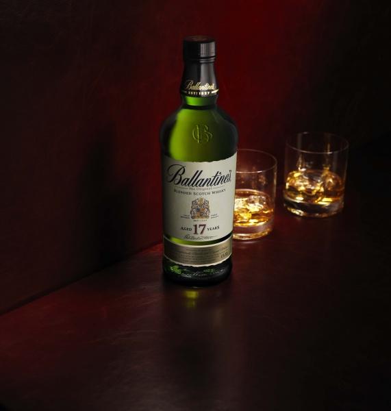 ハードファイヤードとともに味わいたい、バランタインの名酒の数々。