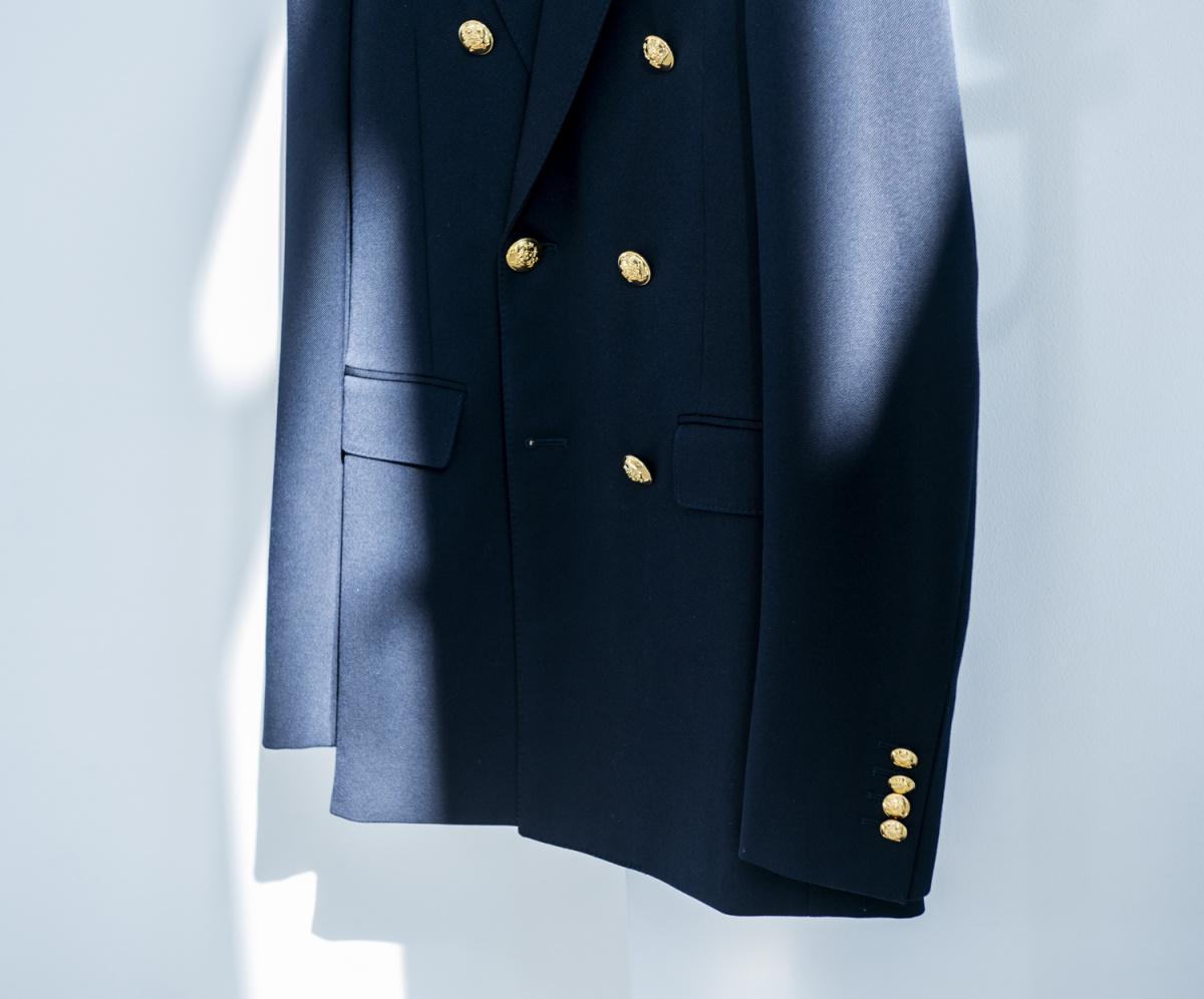 トレンドの紺ブレザー、旬の5着はこう着こなす。