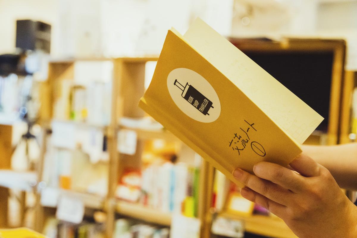 """さまざまな書店の棚を集めた""""アンテナショップ""""、「BOOKSHOP TRAVELLER」"""
