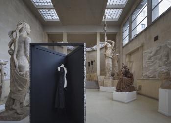 【いま、パリで見るべき展覧会】Vol.3  ブールデルのアトリエでバレンシアガの黒を見る。