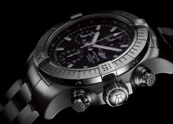 ブライトリング「アベンジャー」 屈強さと繊細さが宿る、冒険する男のための時計。