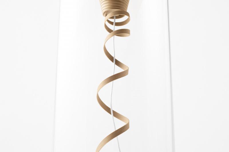 美しい螺旋で音を磨き、空間を彩る木のスピーカー