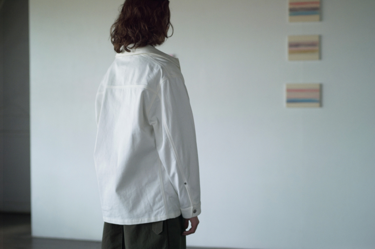 メゾン マルジェラ――スーパーレイヤードで魅せる、白のワークジャケット