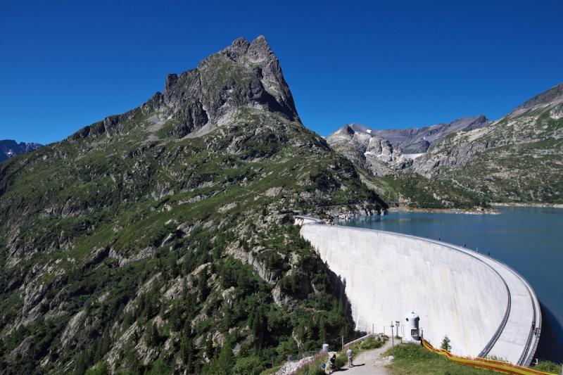 山岳国家・スイスを支える、巨大ダムや水力発電所の内側とは?