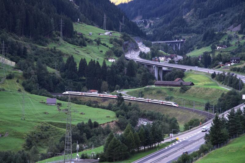 いよいよ一般利用が始まる、世界最長の鉄道トンネル。