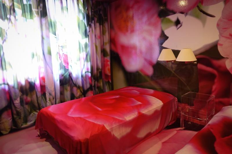 蜷川作品が日本最古の温泉街を彩る、<br>「蜷川実花×道後温泉 道後アート2015」の魅惑的な体験。
