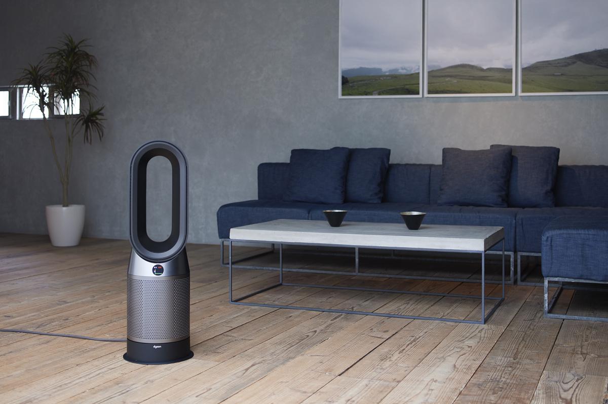 温度を管理しながら、1年中空気をきれいに。 快適でスマートな暮らしは「Dyson Pure Hot + Cool」で実現する。