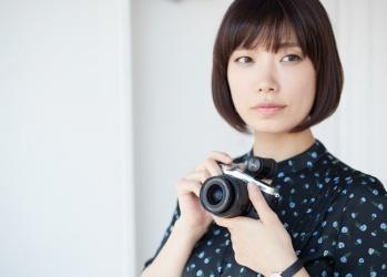 "【EOS M6×6senses:写真×文学】作家・川上未映子が感じとる、""写真""という表現の面白さとは?"