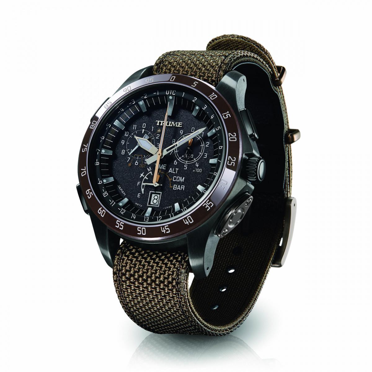 大自然と対峙する、 高機能なアナログ腕時計。