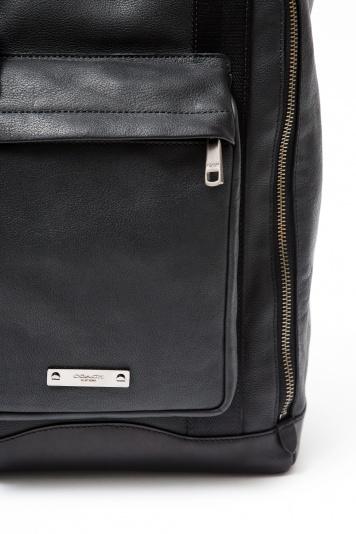 「コーチ」のバックパックはオールレザー、都市生活者に絶好のデザイン