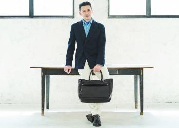 「フェリージ」のバッグが選ばれる理由を、 写真家・桐島ローランドさんとひも解きました。
