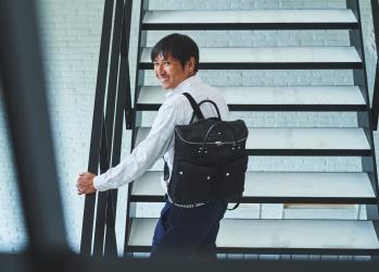 本物の価値を知る元サッカー日本代表・中田浩二が、「フェリージ」のバッグの魅力を語る。