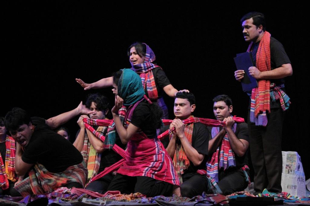 ベンガル語の語りと歌で、平和を願う。