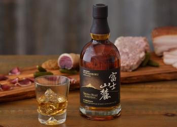 """""""熟成""""の奥深さを感じさせるウイスキー、「富士山麓 シグニチャーブレンド」の魅力。"""