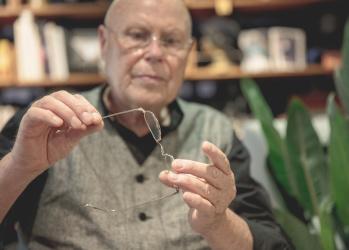 シルバー素材のフレームがついに実現! 伝説の眼鏡デザイナー、ゲルノット・リンドナーが語る新ブランドの魅力とは。