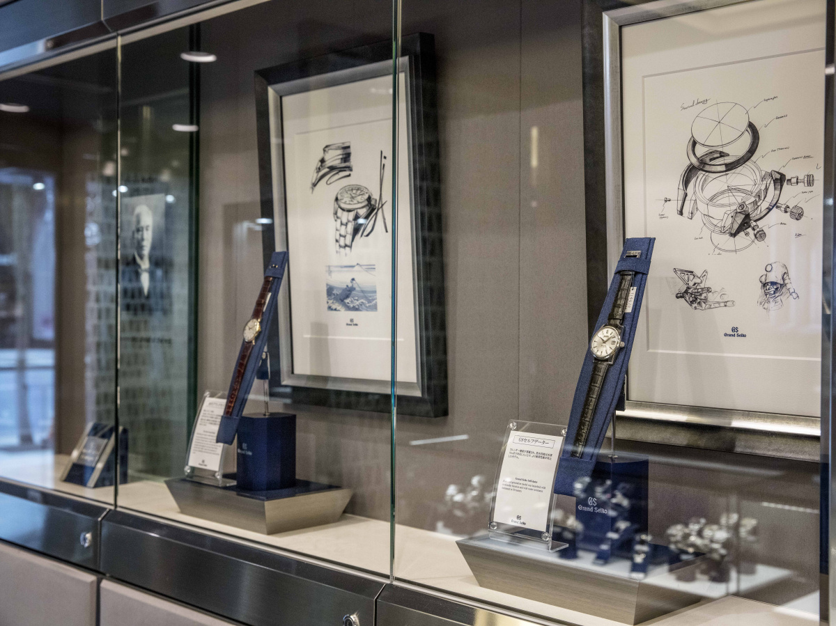 シンボルカラーのブルーをアレンジした店内に、GSのフルラインを展示。