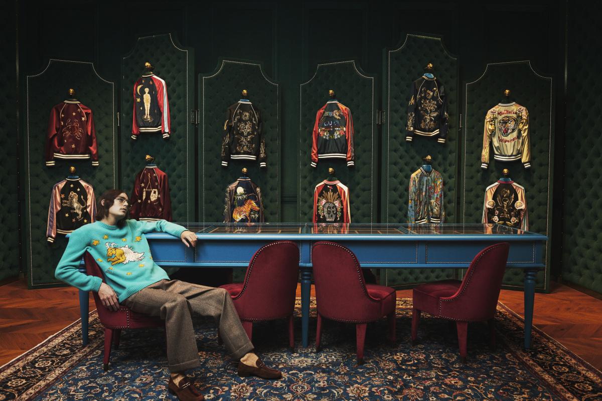グッチの世界観をそのままに、多彩なモチーフの刺繍やマテリアルがオーダー可能。