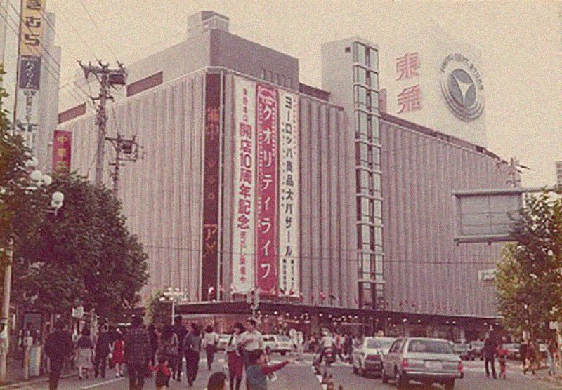 百貨店の屋上が衰退したのは、消防法改正のため。