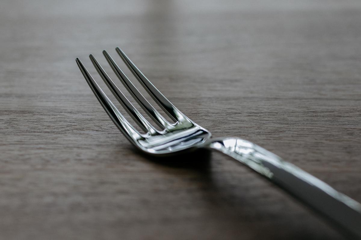 「テーブルウェアは食卓の装飾品でなく、料理を食べるための道具」