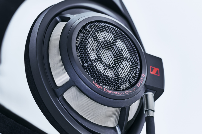 「ディオール オム」のモードなヘッドフォン&アンプ