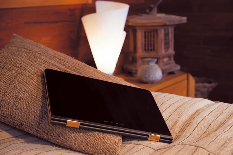 360度可動するヒンジが、4つの使用スタイルを実現。