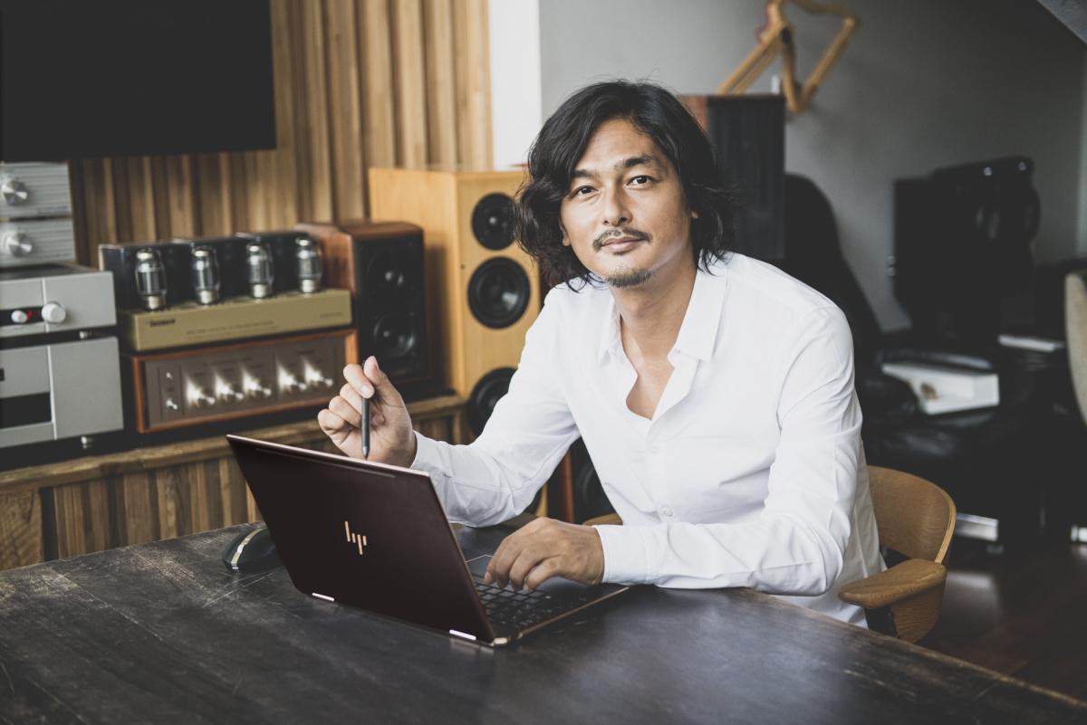 アーティスト・村松亮太郎が語る、プレミアムPC「HP Spectre x360 13」の革新性と魅力とは。