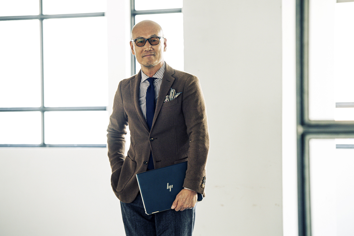 ファッションディレクター・森岡弘が語る、自己表現のアイテムとしてのノートPCとは。