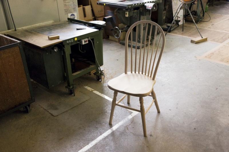 熟練した職人の手仕事が際立つ、秋田木工の曲木(まげき)家具。この度、Pen仕様のダイニングチェアを特別製作。ものづくりの背景を知るため、秋田県湯沢市にある工房  ...