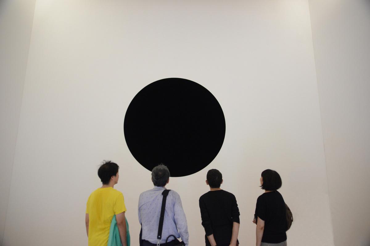 漆黒の闇へと誘うブラックホール