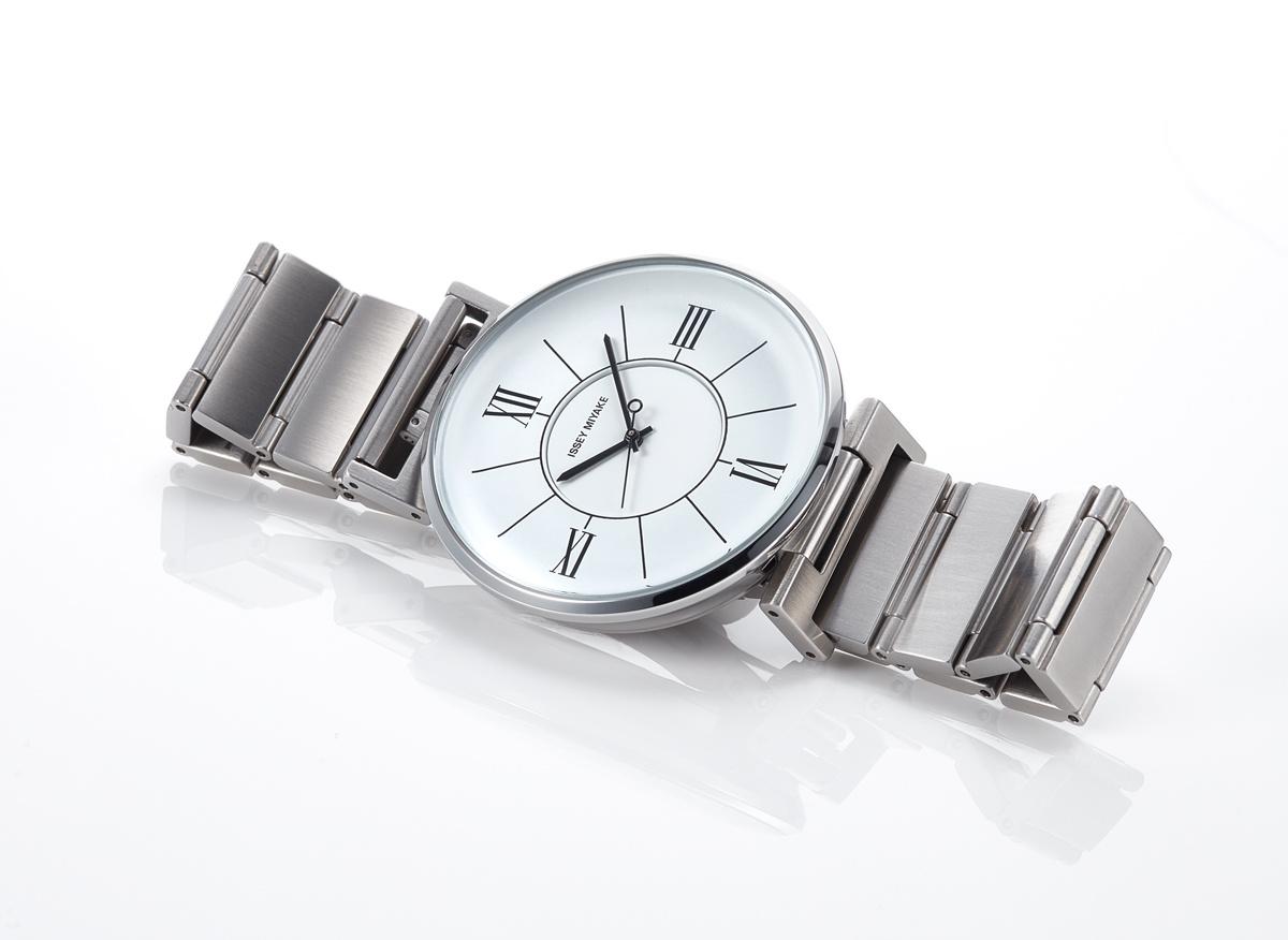カーデザイナー・和田 智がデザインした、イッセイ ミヤケ ウオッチの新作は、クラシカルな薫りが漂う洗練の腕時計。