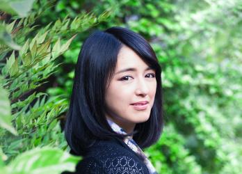 アーティスト小松美羽が描く、京都の苔と青もみじ。