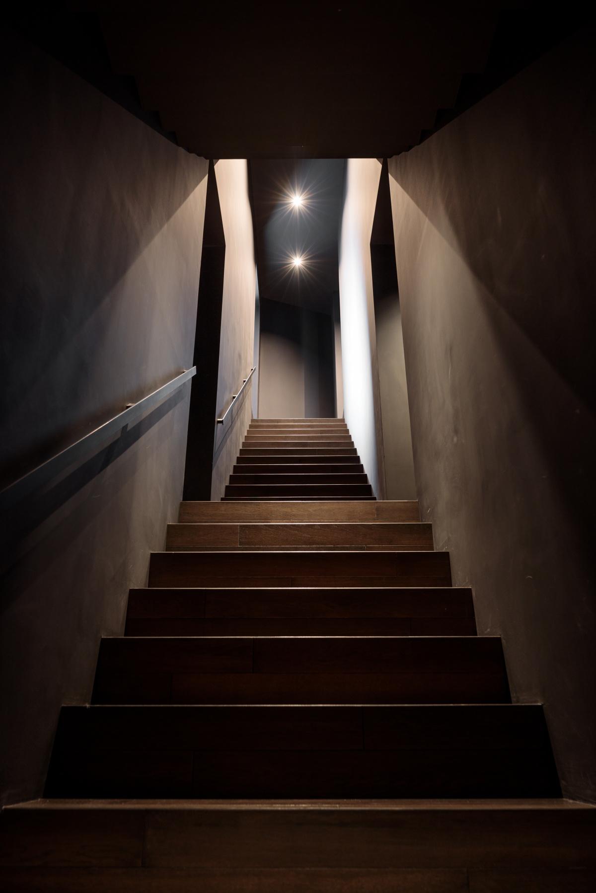 天理駅前広場のコフフンとカシヤマダイカンヤマ、そして階段の家、で階段三部作。