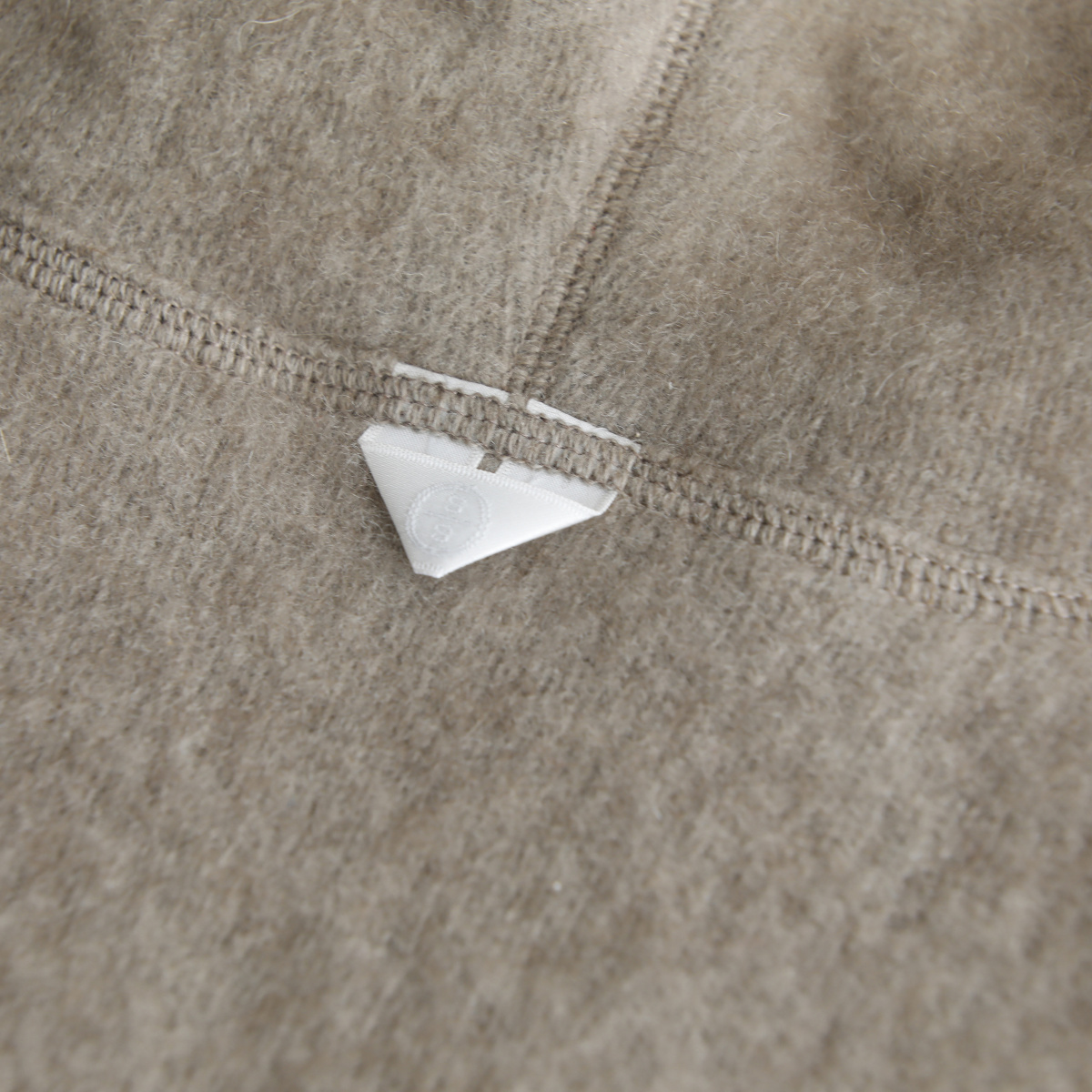 インディゴ エィエム――毛皮の頂点セーブルが、カシミアとの融合を果たす。