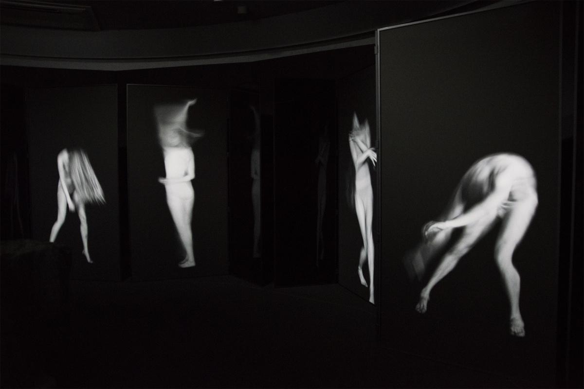 「動き」を捉え、「動き」によって表現された写真。