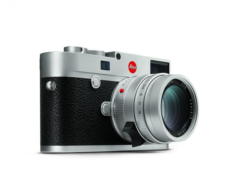 往年のフィルムカメラを思わせる、スリムなボディ。