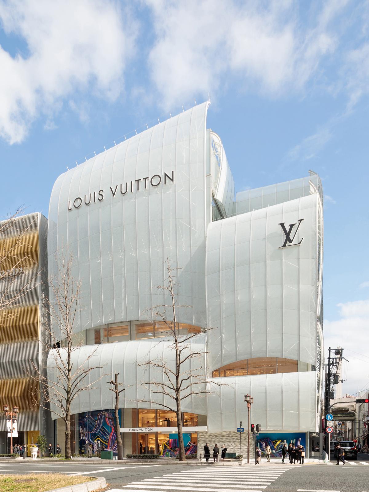 大阪に現れた国内最大級の新店舗、「ルイ・ヴィトン メゾン 大阪御堂筋」を大解剖!