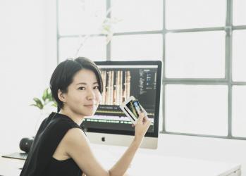 気鋭の映像作家・菊田あいりさんのデジタルライフに密着、プロが認めた「マイクロン」のメモリの魅力とは?