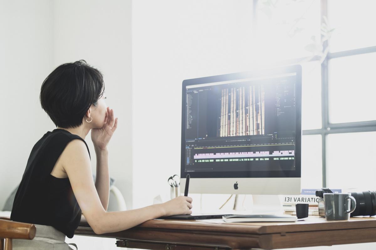 莫大なデータを日々扱う、映像作家の仕事。