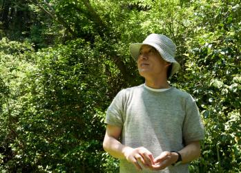 薬草園に誕生した、クラフト蒸留所「mitosaya」【前編】。本の世界から転身した江口宏志さんがつくる、ボタニカル・スピリッツとは。