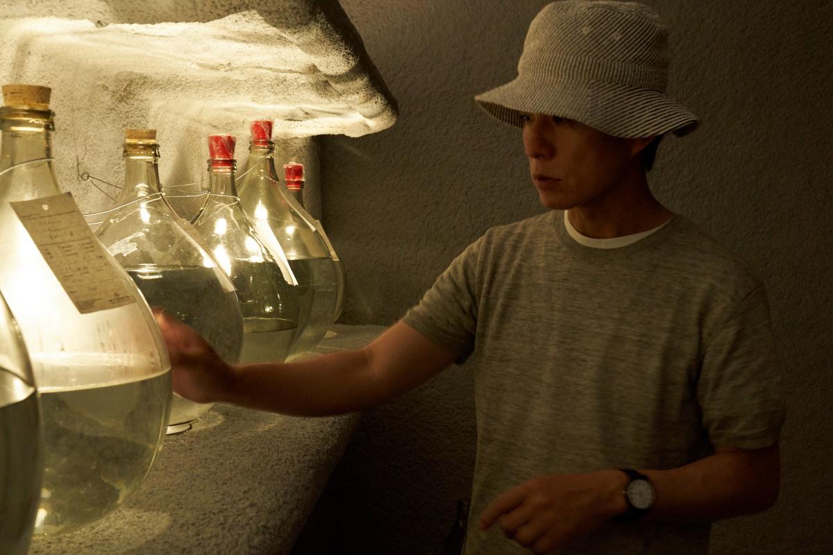 愛用の道具を使ってつくられる、スモールバッチの蒸留酒。